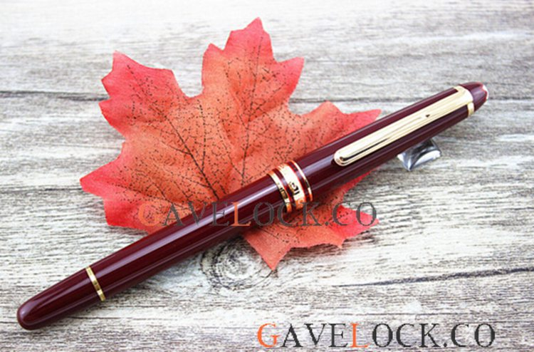 Knockoff Montblanc Meisterstuck Red Gold Clip Rollerball Pen